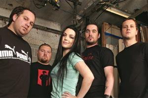 Amy Lee demite guitarrista e baterista do Evanescence