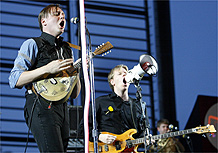 Arcade Fire e !!! s�o os destaques de s�bado no Coachella; Chili Peppers re�ne maior p�blic