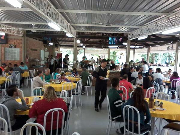 Almoço de Domingo no Zoio´s Park Churrascaria