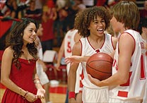 """High School Musical"" ganha duas continua��es at� 2008"