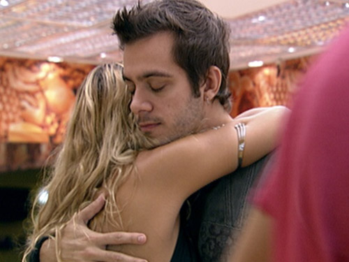BBB9: Max e Milena est�o no pared�o